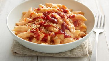 Slow-Cooker Barbecue Bacon, Chicken and Cheddar Pasta