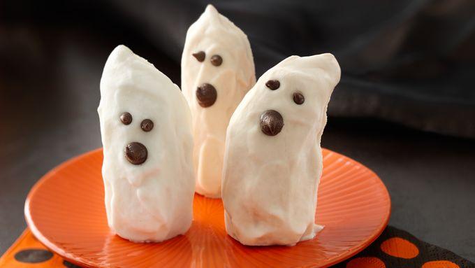 Ghostly Yogurt-Dipped Bananas