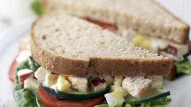 Sandwich de ensalada de pollo