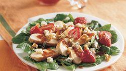 Ensalada de pollo con espinaca y fresas
