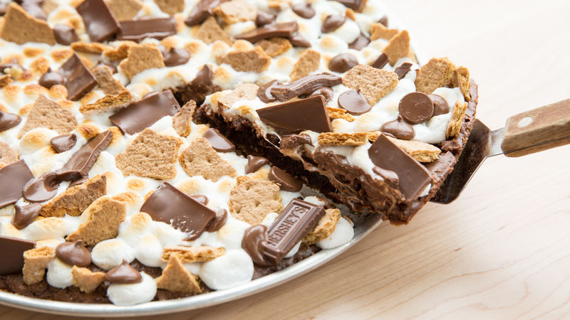 S Mores Brownie Pizza Recipe From Betty Crocker