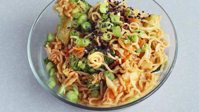Chicken Yakisoba with Sriracha