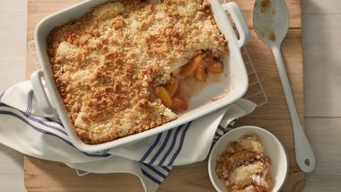 Peaches and Cream Cheesecake Crumble