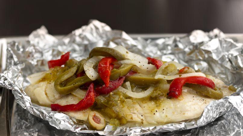 Filetes de Tilapia Empapelados en Salsa Verde