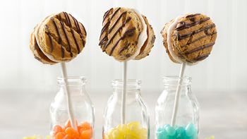 Frozen Yogurt Cookie Pops