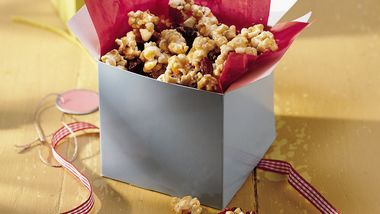 Cranberry and White Chocolate Caramel Corn