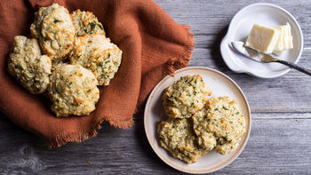Copycat Red Lobster™ Cheddar Bay Biscuits