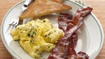 Extra-Moist Scrambled Eggs with Chives