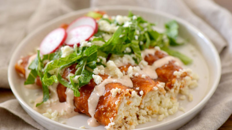 Red enchiladas with queso fresco recipe que rica vida - Comidas faciles y economicas de hacer ...
