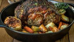 Boneless Prime Rib Roast with Herbs and Vegetables
