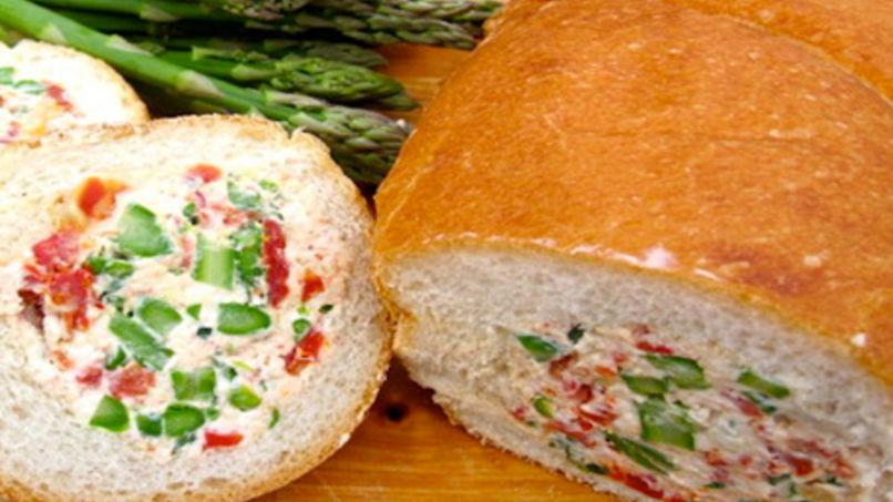 Pan Relleno de Queso y Espárragos