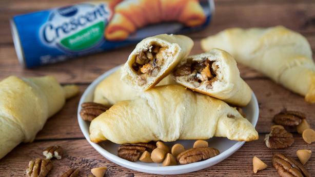 Butterscotch-Pecan Pie Crescent Rolls