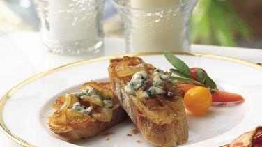 Bocadillos de Cebolla Caramelizada y Gorgonzola