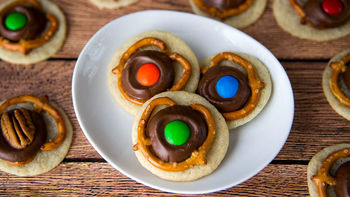 Caramel and Pretzel Cookies