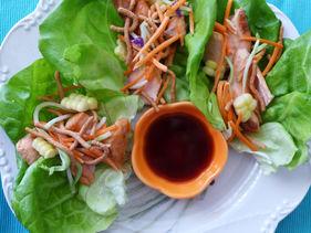 Wraps de lechuga y salmón con salsa Teriyaki