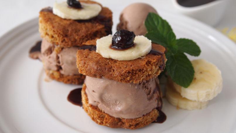 Sándwich de Helado con Galletas de Brownie y Helado de Banana