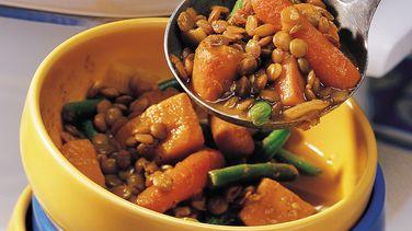 Estofado de batatas dulces y lentejas al curry