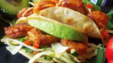 Tacos de Camarones con Adobo y Ensalada de Col con Jalapeño