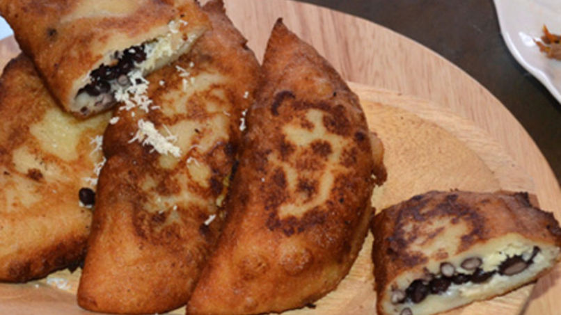 Domino Empanadas: Black Bean and Cheese