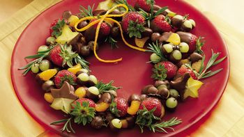 Chocolate-Dipped Fruit Wreath