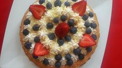 Cheesecake with Blueberries, Strawberries and White Chocolate