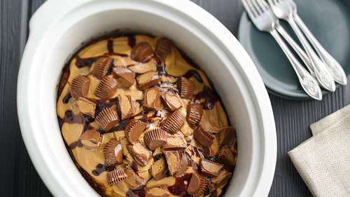 Slow-Cooker Reese's™ Peanut Butter Cup Swirl Cake