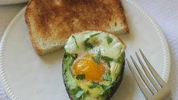 Aguacate Horneado con Huevo