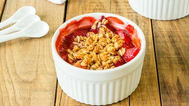 Strawberries and Cheerios™ Crisp
