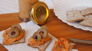 Cashew and Sun-Dried Tomato Cream Cheese