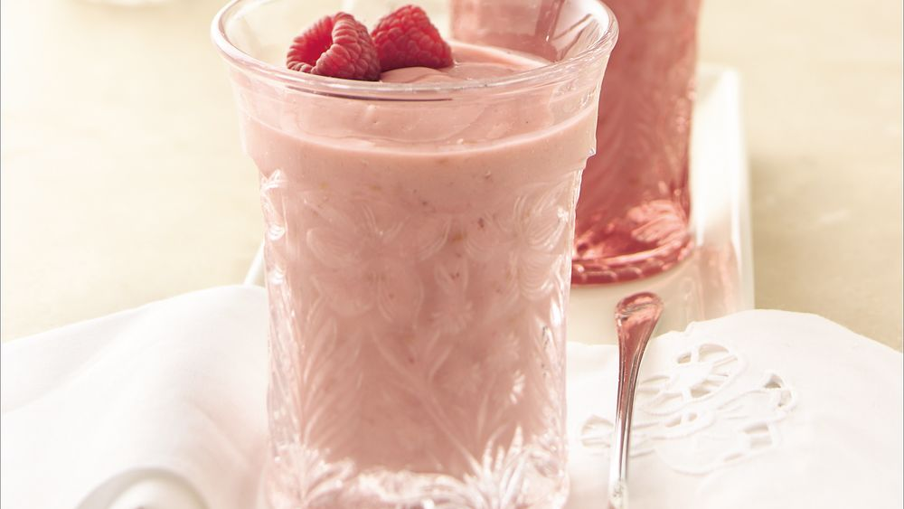 how to make a raspberry smoothie with yogurt