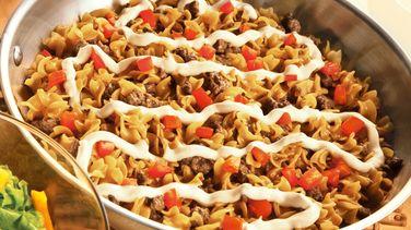 Pasta con Carne, Crema y Tomates (Jitomates)
