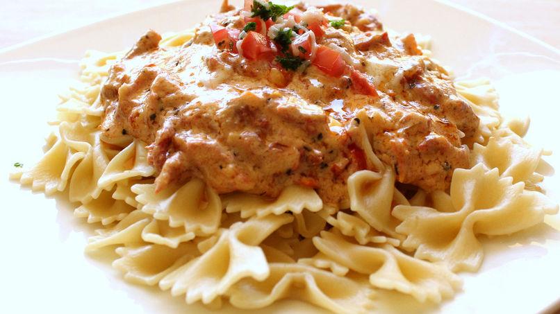 Pasta con Crema Toscana