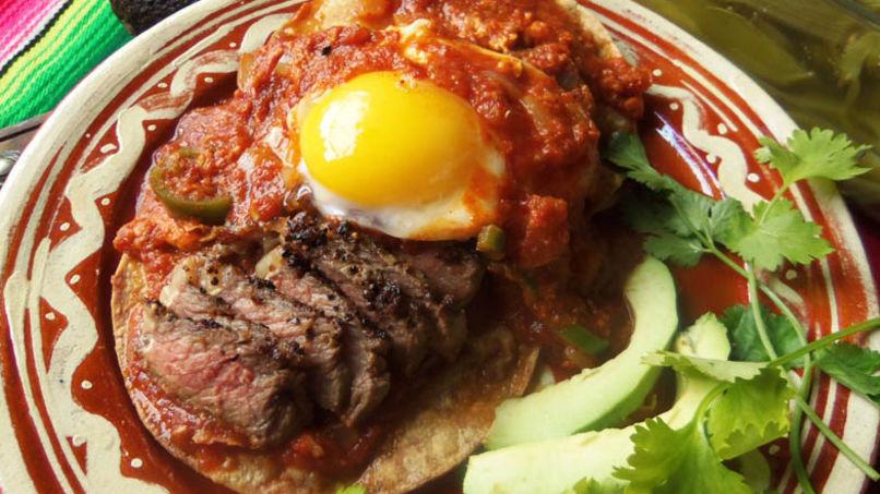 Huevos Rancheros con Bistec