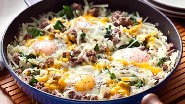 Cheesy Spinach and Egg Hashbrowns Skillet