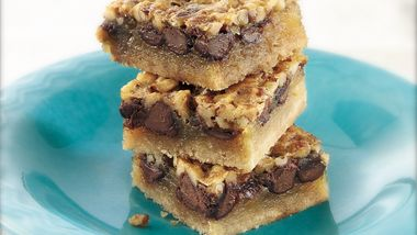 Classic Chocolate Pecan Pie Bars