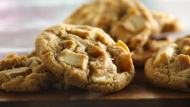 White Chocolate Chunk-Macadamia Cookies