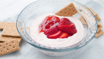Strawberry Cheesecake Yogurt Dip