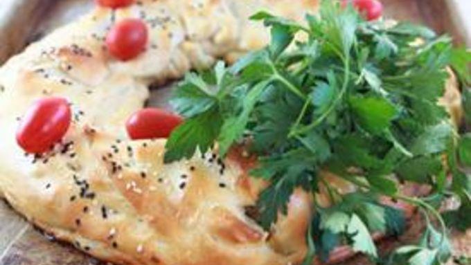 Cheesy Chicken and Broccoli Crescent Wreath