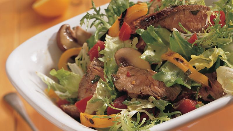 Tossed Steak Salad with Spicy Garlic Dressing