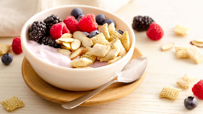 Gluten-Free Berry Yogurt Bowl