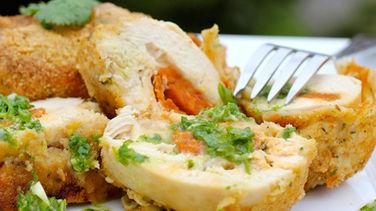 Pollo Relleno de Chorizo y Queso con Salsa Chimichurri