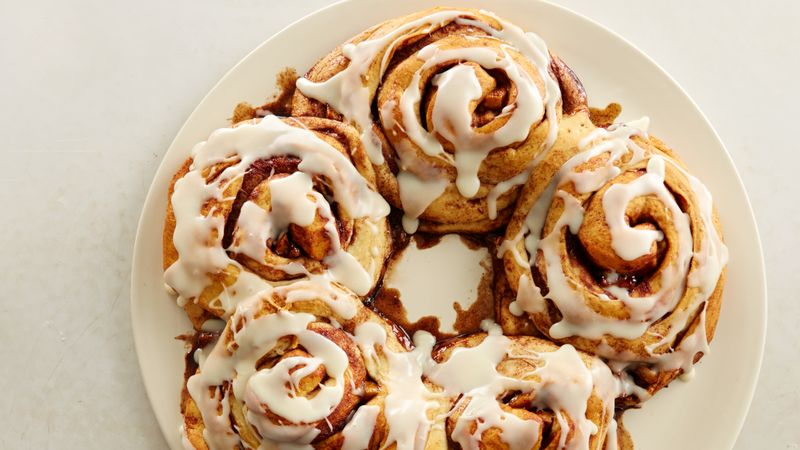 Caramel Apple Cinnamon Roll Party Ring