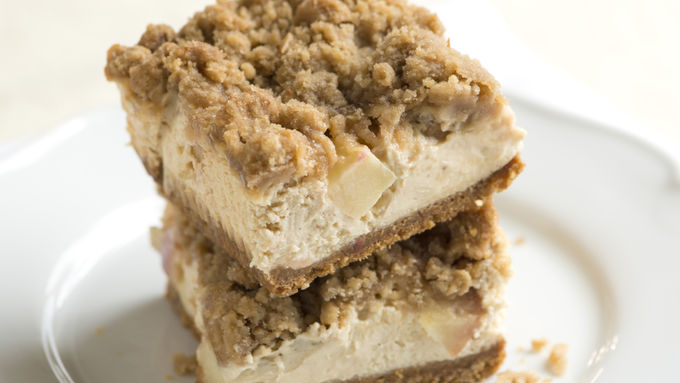 Streusel Topped Apple Cheesecake Bars