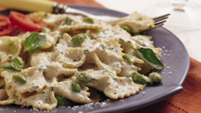 """Pasta with Sweet Beans and Basil """"Cream"""""""