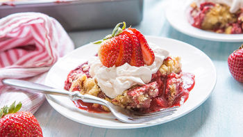 Strawberry Cream Dump Cake