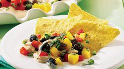 Dip caribeño con chips de maíz a la lima