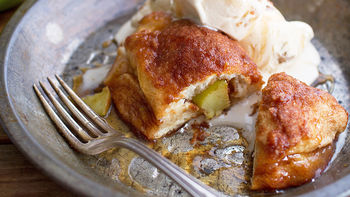 Easy Cinnamon Baked Apple Dumplings