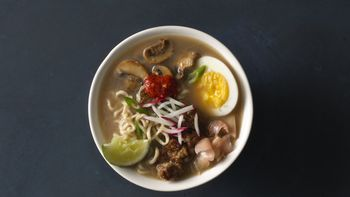 Ramen Soup with Mushrooms and Pork