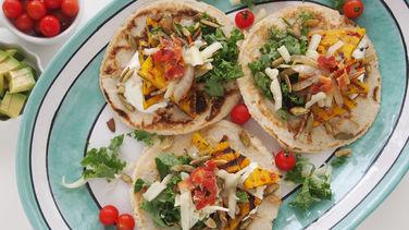 Tacos de Zapallo Anco, Col Rizada y Semillas de Calabaza