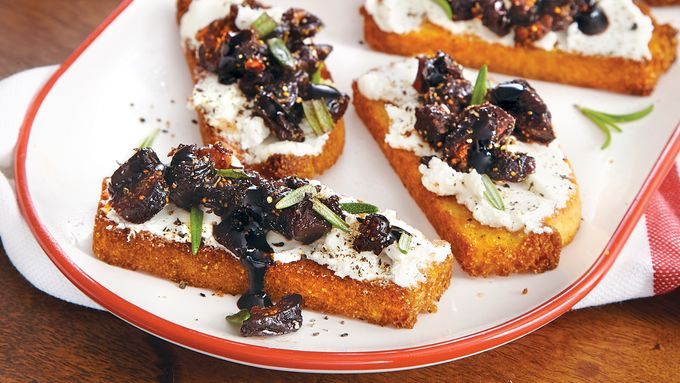 Cornbread-Fig Bruschetta